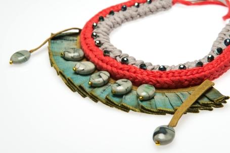 © P. Denis parure en coton lin plissé en perles céramique